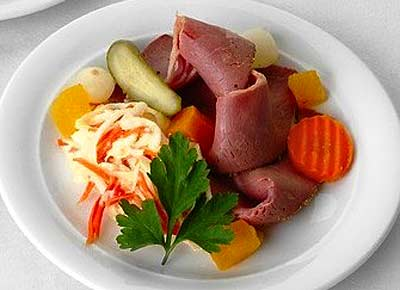 Starter: Pastrami on coleslaw with pickled vegetables